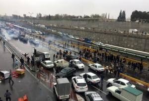 """""""Un complot periculos"""" a fost dejucat în Iran (Khamenei). Autorităţile iraniene """"ascund în mod deliberat"""" amploarea represiunii (HRW)"""